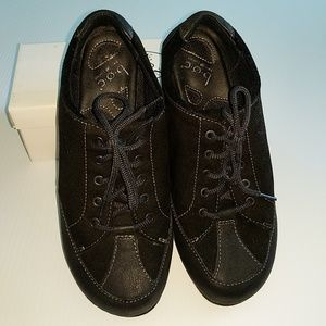 Born Shoes - BORN 9.5 black Suede Lace Up Sneakers
